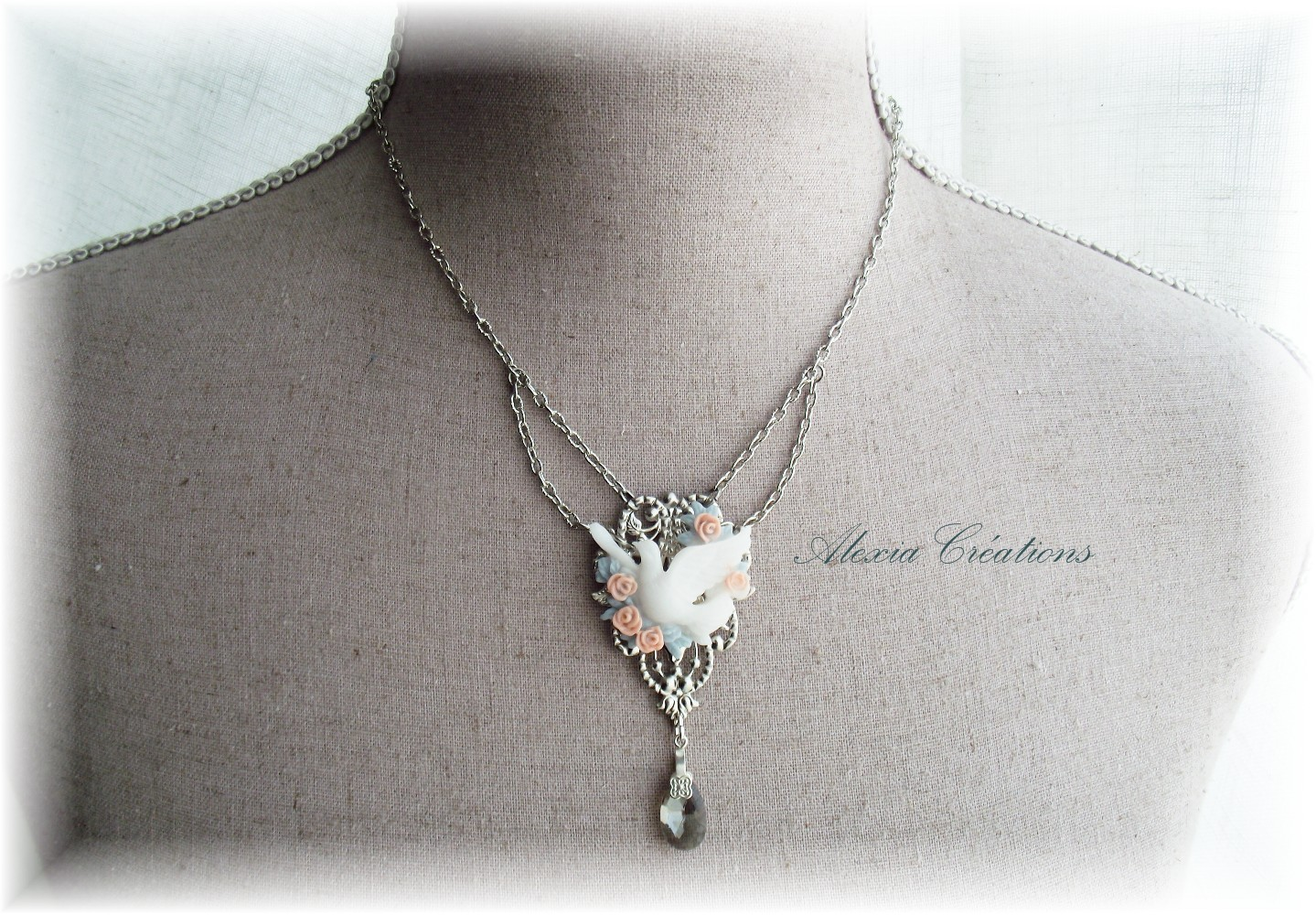 Collier Roses et Colombe