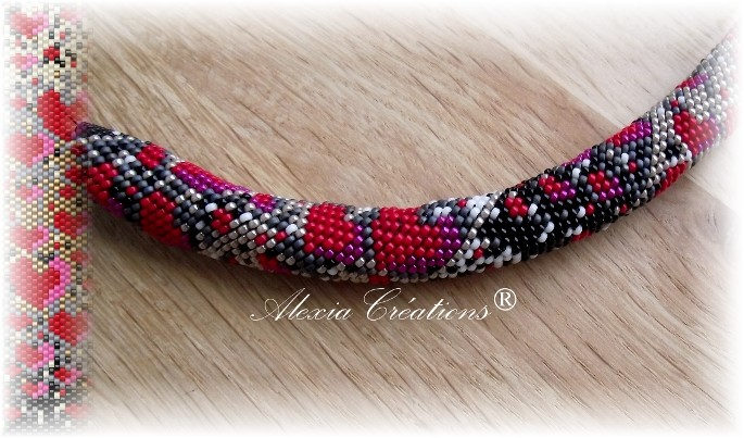 Peyote with a twist - not crochet. Schéma coeurs